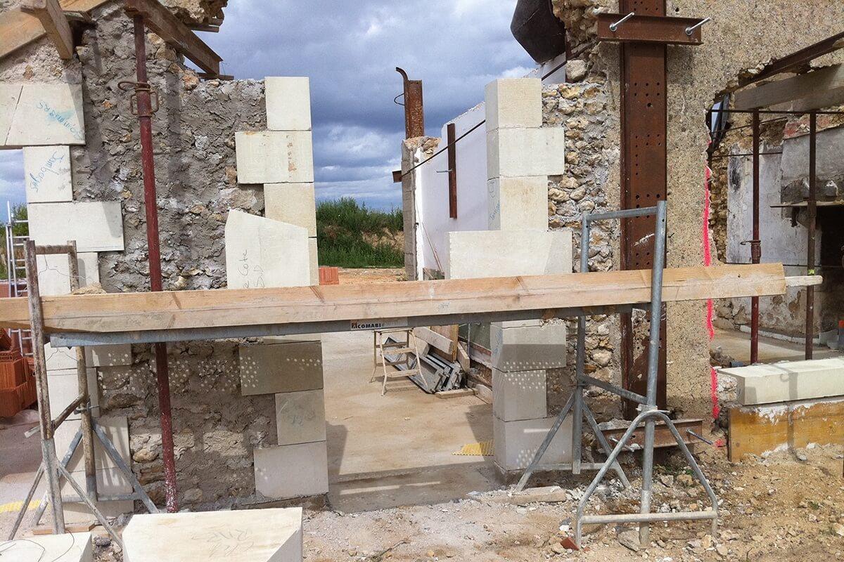 Le Macon, stone walling